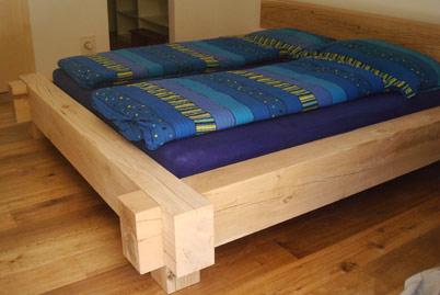Holzbett massiv rustikal  Holzbau Hofstetter Meltingen SO